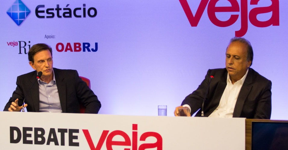 8.out.2014 - Os candidatos ao governo do Rio de Janeiro que disputam o 2º turno das eleições, Marcelo Crivella (PRB) e Luiz Fernando Pezão (PMDB), participam de debate promovido pela Veja e pela OAB-RJ