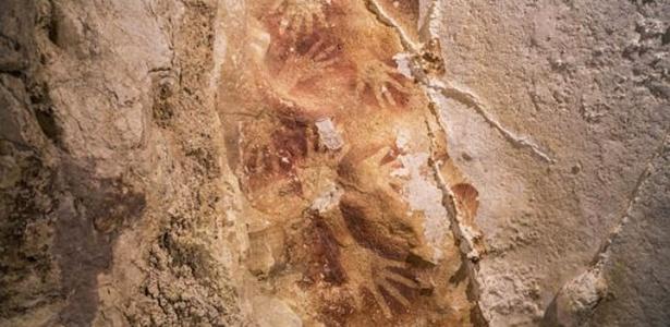 Pinturas feitas com pigmento natural ocre nas cavernas de Sulawesi, na Indonésia, são tão antigas tão antigas quanto as pinturas rupestre encontradas na Europa - Kinez Riza