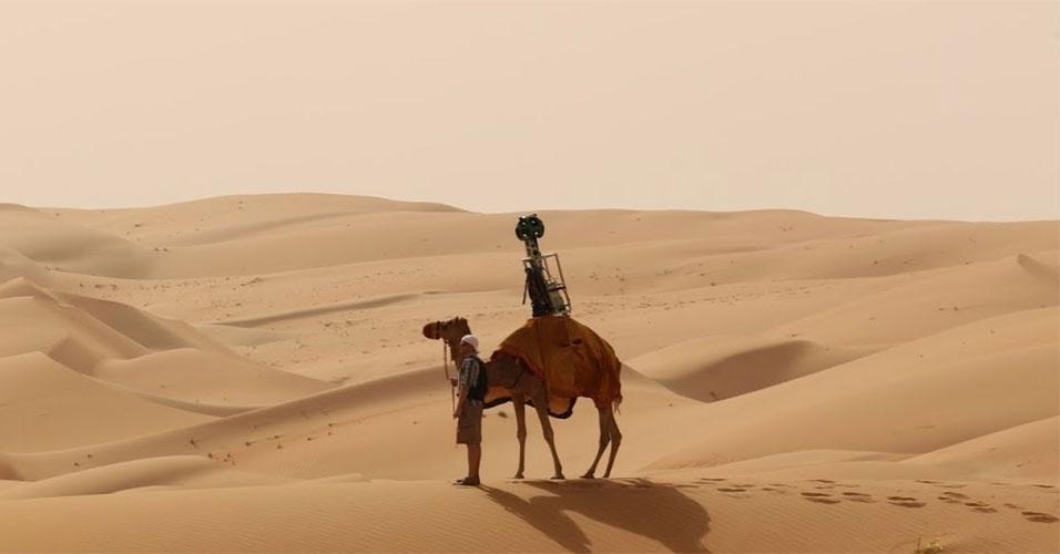 O Google começou a usar camelos para poder captar imagens para o serviço Street View em regiões desérticas. O primeiro local a ser fotografado pelos animais foi o deserto de Liwa, nos Emirados Árabes Unidos. De acordo com a empresa, foram feitas adaptações ao trekker (conjunto de câmeras usadas para captar imagens em 360º) para não incomodar o animal. As imagens podem ser vistas no Street View nesse link: http://tinyurl.com/qjadyc9