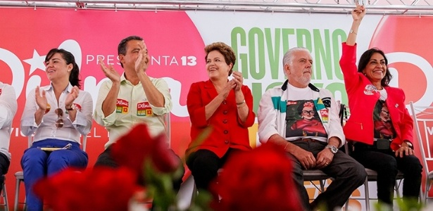 Ao lado do atual e do futuro governador da Bahia, Dilma participa de evento