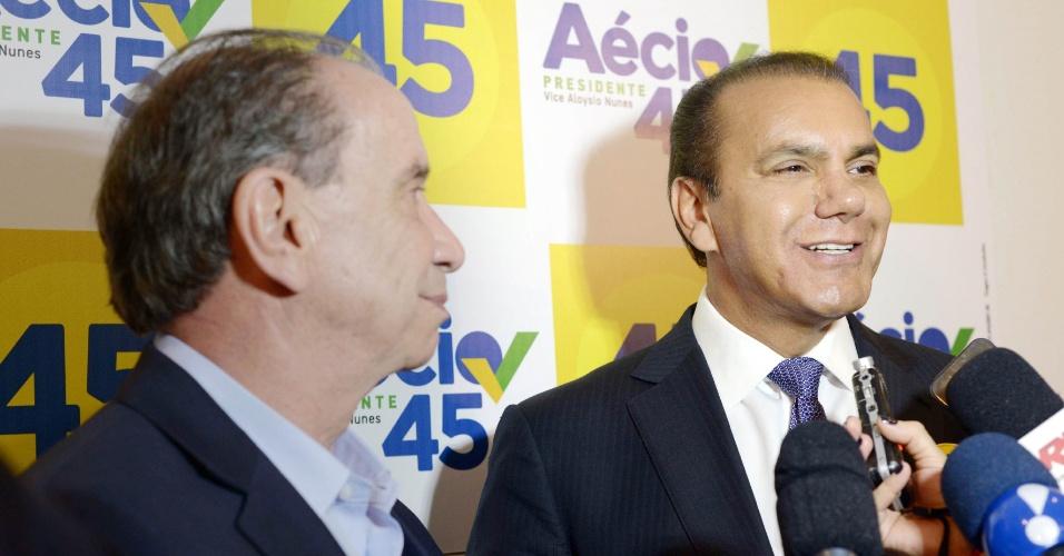 9.out.2014 - O vice do candidato à Presidência Aécio Neves (PSDB), Aloysio Nunes, reuniu-se nesta quinta-feira (09/10) com o senador Ataídes Oliveira (Pros-TO), em São Paulo. No encontro, Ataídes anunciou apoio ao tucano