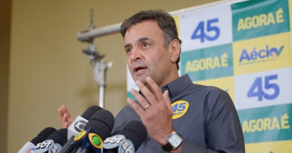 10.out.2014 - O candidato do PSDB à Presidência, Aécio Neves, respondeu, nesta sexta-feira (10), em entrevista coletiva, no Rio de Janeiro, à presidente Dilma Rousseff (PT). Mais cedo ela disse ser