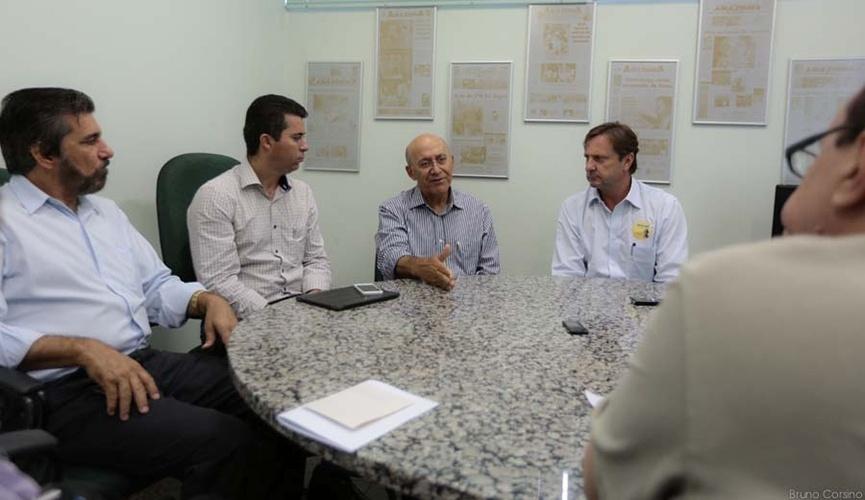 10.out.2014 - O governador e candidato à reeleição pelo PMDB, Confúcio Moura, concedeu uma entrevista ao Diário da Amazônia ao lado do senador reeleito Acir Marcos Gurgacz (PDT) e do deputado federal Marcos Rogério (PDT), que também foi reeleito