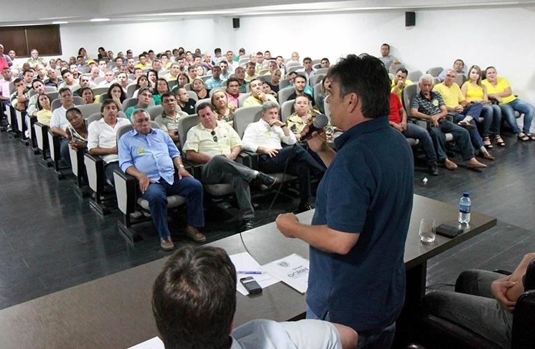 9.out.2014 - O candidato Cássio Cunha Lima (PSDB) reuniu lideranças políticas dos municípios de Santa Rita, Bayeux e Cabedelo para tratar as estratégia da campanha para o segundo turno, em João Pessoa