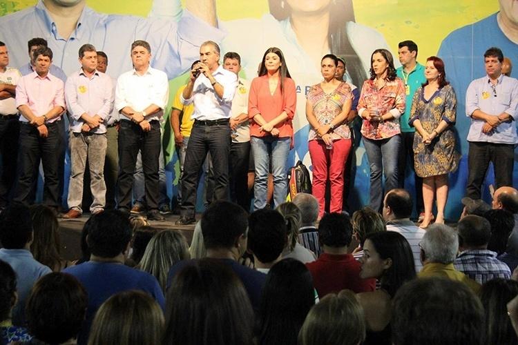 9.out.2014 - O candidato do PSDB ao governo do Mato Grosso do Sul, Reinaldo Azambuja, participou de encontro com profissionais da educação em Campo Grande