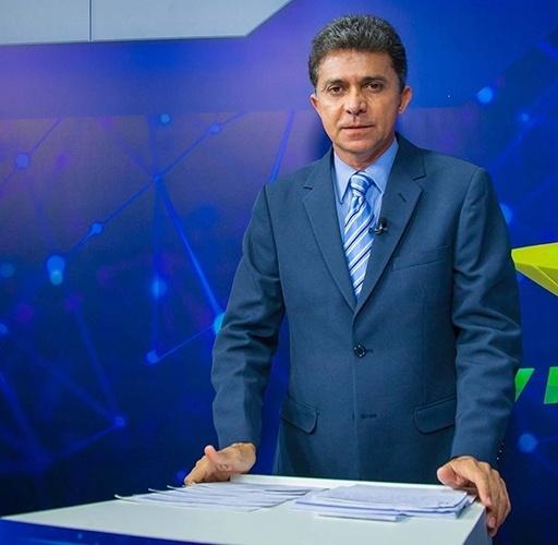 9.out.2014 - O candidato do PSDB ao governo, Expedito Júnior, participa de debate realizado pela TV Bandeirantes