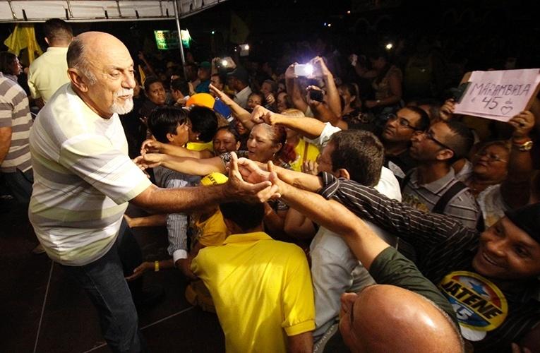 9.out.2014 - O governador e candidato à reeleição pelo PSDB, Simão Jatene, reuniu cerca de três mil pessoas, de acordo com a campanha, de lideranças de diversos segmentos no Clube Monte Líbano, em Belém