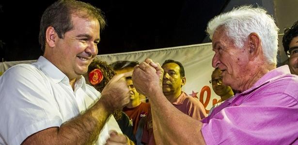Tião Viana (esq.) participa de campanha para o segundo turno em Rio Branco