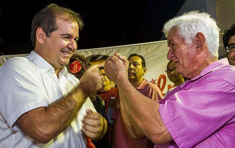 9.out.2014 - O governador e candidato à reeleição, Tião Viana (PT), participa de lançamento da campanha para o segundo turno, na Central de Campanha da Frente Popular do Acre (FPA), localizada na Avenida Ceará, em Rio Branco