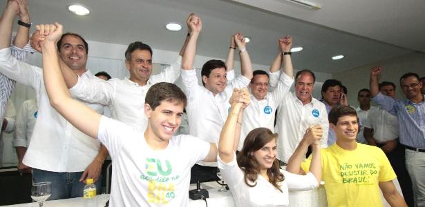 Aécio Neves faz campanha com filhos do ex-governador Eduardo Campos em Recife