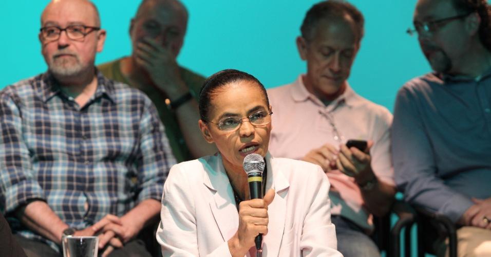 12.out.2014 - Candidata derrota na disputa presidencial, Marina Silva (PSB) anuncia seu apoio a Aécio Neves (PSDB) no segundo turno neste domingo (12), em São Paulo (SP).