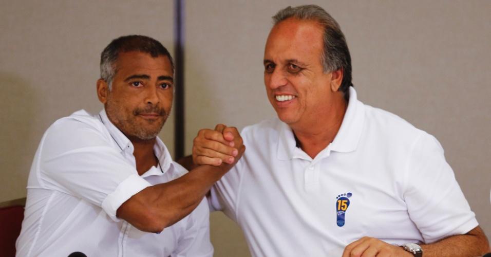 12.out.2014 - Senador eleito pelo Rio de Janeiro, Romário (PSB) anunciou seu apoio a Pezão (PMDB) no segundo turno da corrida estadual neste domingo
