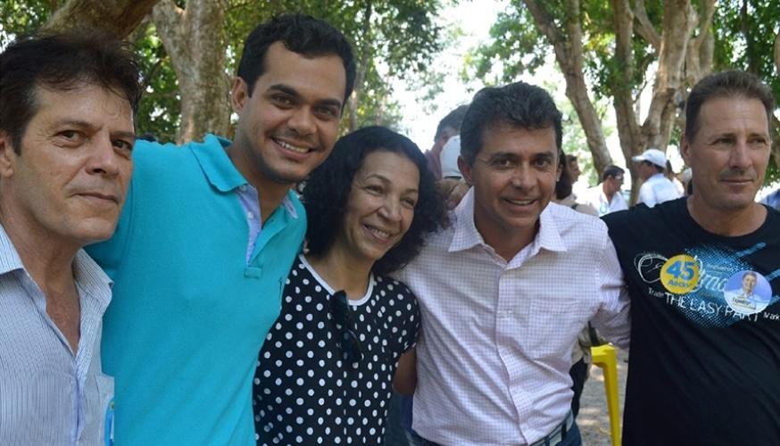 11.out.2014 - O candidato do PSDB ao governo, Expedito Júnior, se reuniu com lideranças na cidade de Ouro Preto do Oeste