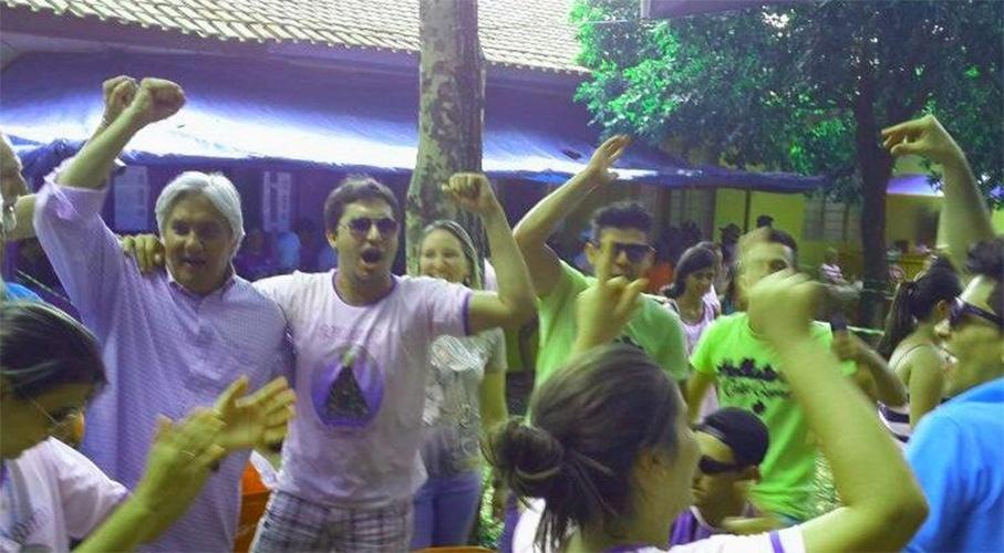 12.out.2014 - O candidato do PT ao governo do Mato Grosso do Sul, Delcídio do Amaral, participa de caminhada em Campo Grande. De acordo com uma publicação no Twitter do candidato, a caminhada teria durado mais de cinco horas