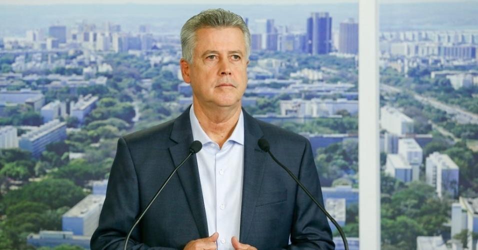 13.out.2014 - 13.out.2014 - O candidatos ao governo do Distrito Federal Rodrigo Rollemberg (PSB) participa de debate promovido pelo UOL,