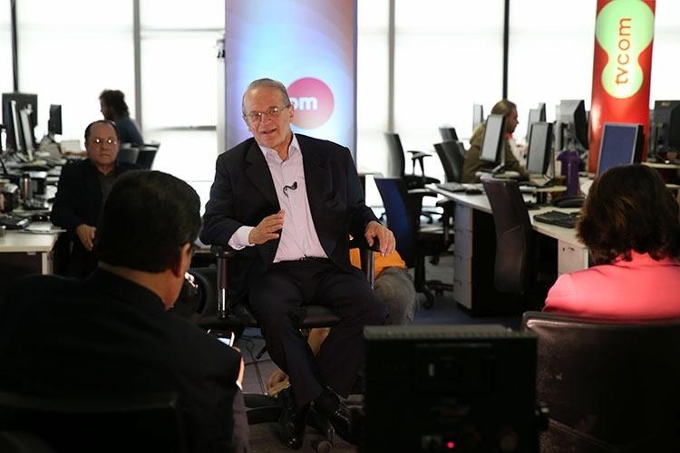 13.out.2014 - O candidato à reeleição ao governo do Estado Tarso Genro (PT) participa de entrevista com jornalistas do Grupo RBS