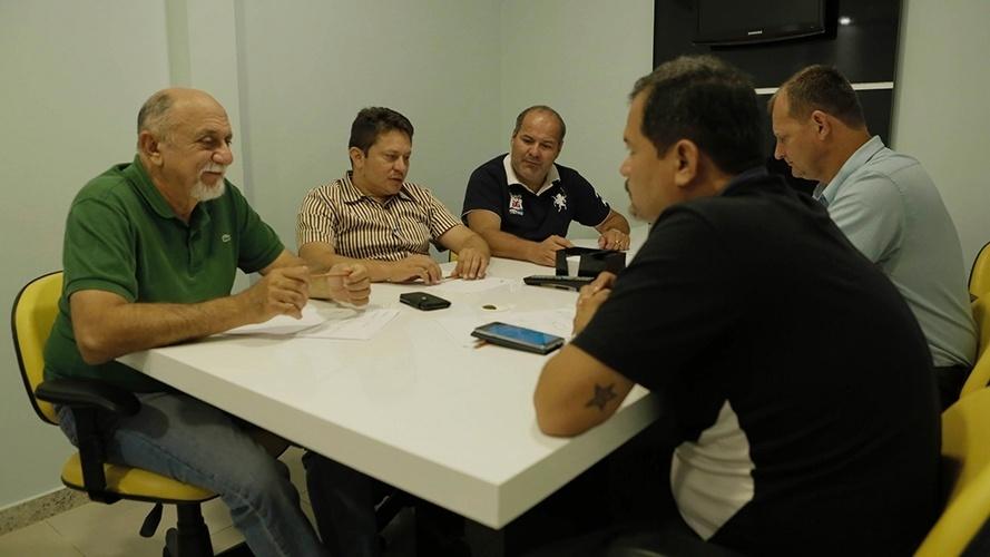 13.out.2014 - O governador e candidato à reeleição pelo PSDB, Simão Jatene, seu reuniu com vereadores do município de Santarém
