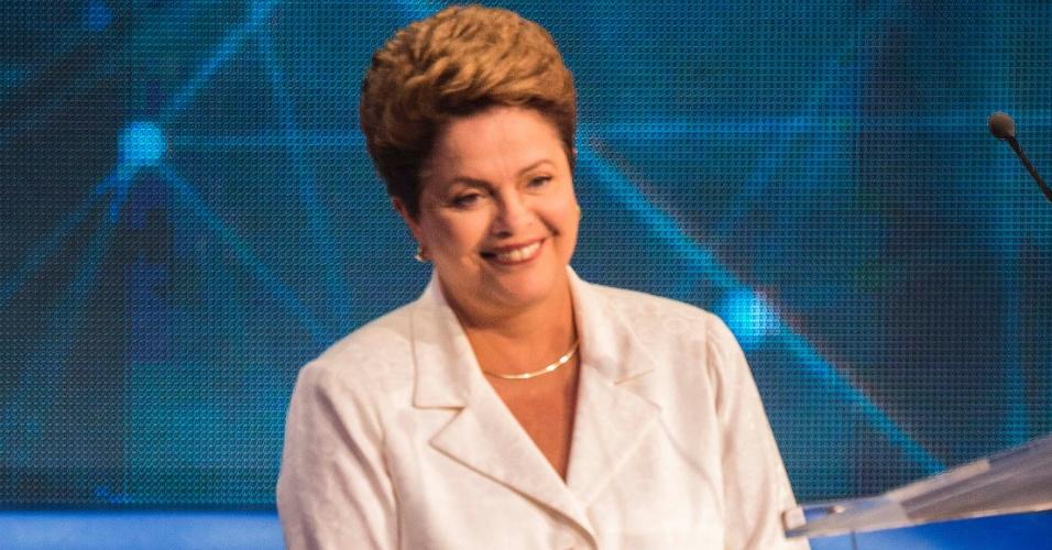 14.out.2014 - A candidata à reeleição, presidente Dilma Rousseff (PT), participa do debate da Band, o primeiro do segundo turno da eleição presidencial, nesta terça-feira