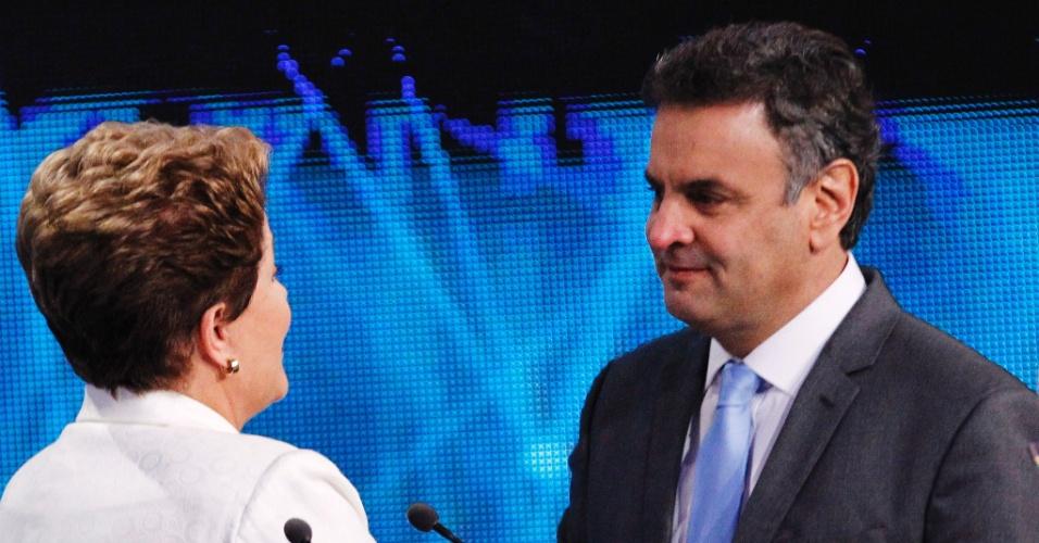 14.out.2014 - A candidata à reeleição, presidente Dilma Rousseff (PT), chega aos estúdios da Band, em São Paulo, para participar do primeiro debate do segundo turno da eleição presidencial