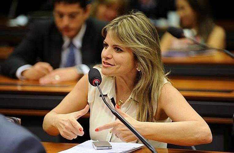 14.out.2014 - Flávia Morais, 45, do PDT, foi reeleita deputada federal por Goiás com a maior votação entre as concorrentes, com 159.122. Ela é formada em educação física e casada com o ex-prefeito de Trindade George Morais (PDT). Foi deputada estadual duas vezes pelo PSDB, mas teve o 2º mandato cassado por infidelidade partidária