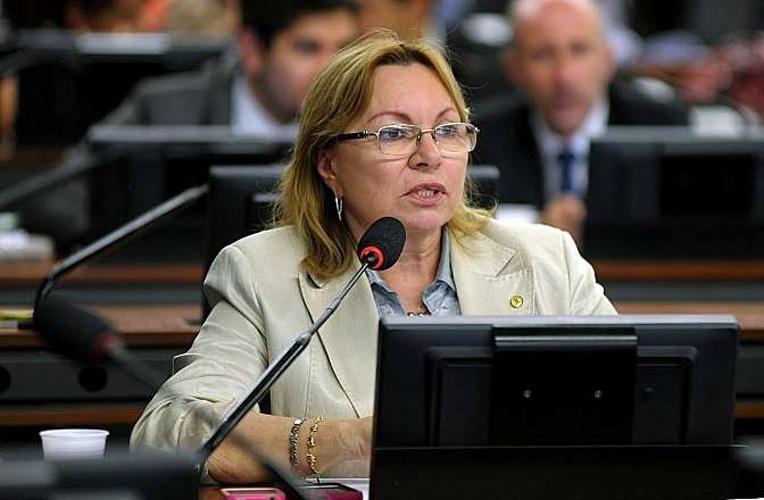 14.out.2014 - Gorete Pereita, 62, do PR, foi reeleita deputada federal pelo Ceará com a maior votação entre as concorrentes, com 130.983 votos