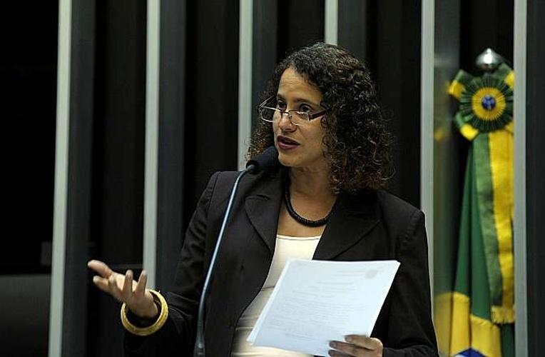 14.out.2014 - Luciana Santos, 49, do PCdoB, foi reeleita deputada federal pelo Pernambuco com a maior votação entre as candidatas ao cargo, 85.053 votos. Ela é engenheira eletricista e vice-presidente nacional do PCdoB. Foi prefeita de Olinda (PE) por dois mandatos consecutivos