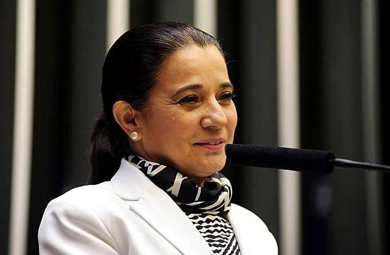 14.out.2014 - Marinha Raupp, 54, do PMDB, foi a deputada federal mais bem votada em Rondônia com 61.419. Com isso, ela exercerá o seu sexto mandato como deputada federal. Formada em psicologia, ela é casada com o senador Valdir Raupp (PMDB)