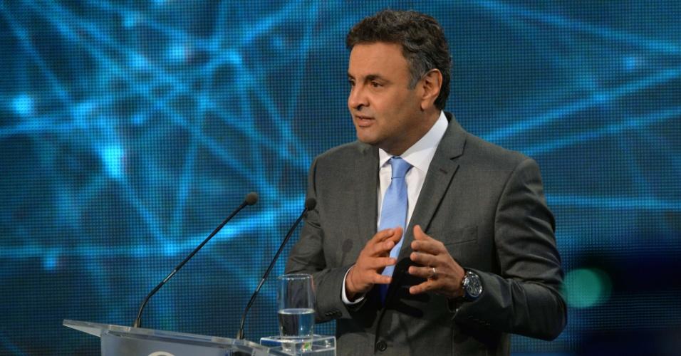 14.out.2014 - O candidato à Presidência Aécio Neves (PSDB) participa do debate da Band, o primeiro do segundo turno da eleição presidencial, nesta terça-feira