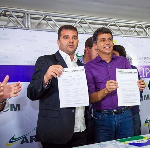 14.out.2014 - O candidato do PSDB ao governo, Expedito Júnior, assinou uma carta-compromisso elaborada pela Associação Rondoniense de Municípios (AROM), em Ji-Paraná. No documento, Expedito assumiu o compromisso de administrar Rondônia em conjunto com os municípios