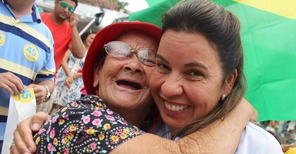 14.out.2014 - Raquel Muniz (dir.), 51, do PSC, foi eleita deputada federal com a maior votação entre suas concorrentes com 96.073 votos. Médica geriatra e do trânsito, ela é mãe de quatro