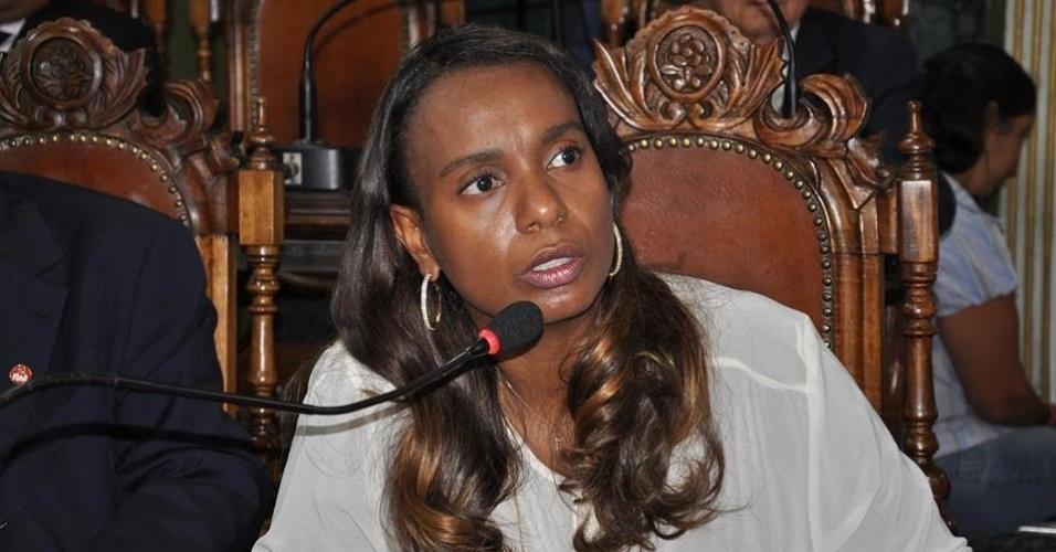 14.out.2014 - Tia Eron, 42, do PRB, foi eleita deputada federal com a maior votação entre as candidatas concorrentes -- teve 116.912 votos.