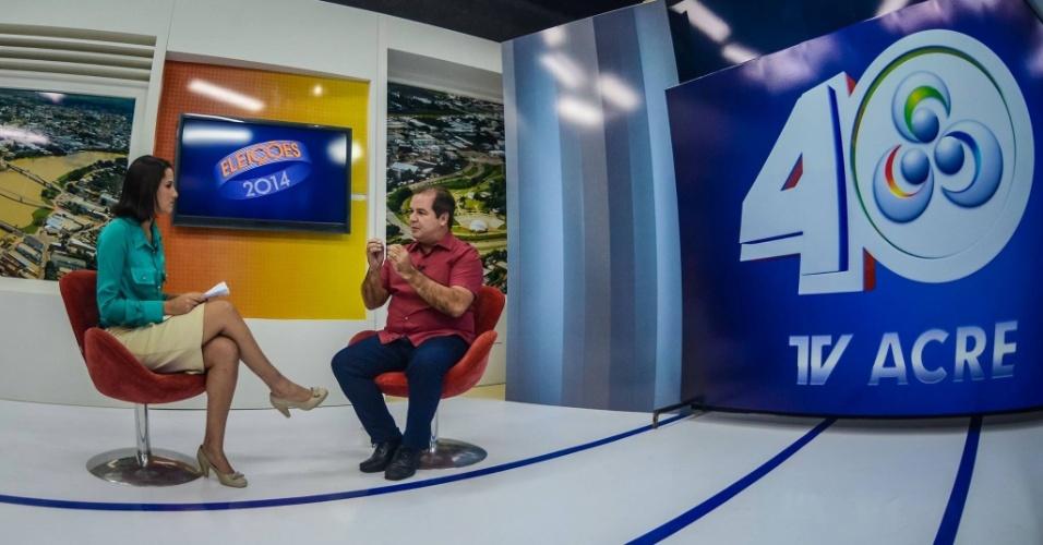14.out.2014 - O candidato do PT ao governo do Acre, Tião Viana, é entrevistado em programa da TV Acre, filiada à Rede Globo. Tião Viana afirmou que, se eleito, trará 400 médicos especialistas ao Estado. Também discorreu sobre proposta de construção de 11.000 casas populares