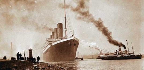 O Titanic é rebocado do estaleiro