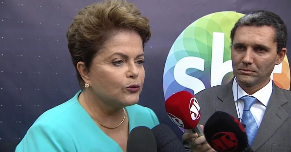 16.out.2014 - A presidente Dilma Rousseff, candidata à reeleição pelo PT, dá entrevista antes do debate do segundo turno das eleições, promovido pelo UOL, SBT e Jovem Pan, nesta quinta-feira (16), nos estúdios do SBT, em São Paulo