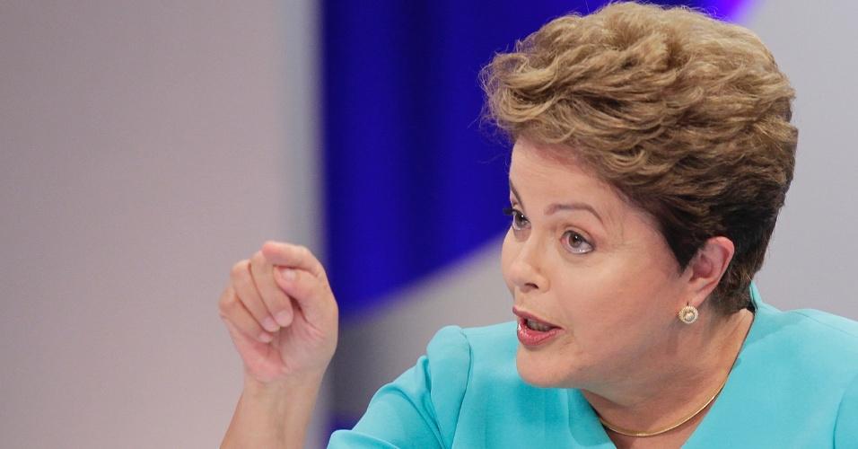 16.out.2014 - A presidente Dilma Rousseff, candidata à reeleição pelo PT, gesticula durante debate do segundo turno das eleições, promovido pelo UOL, SBT e Jovem Pan, nesta quinta-feira (16), no SBT, em São Paulo