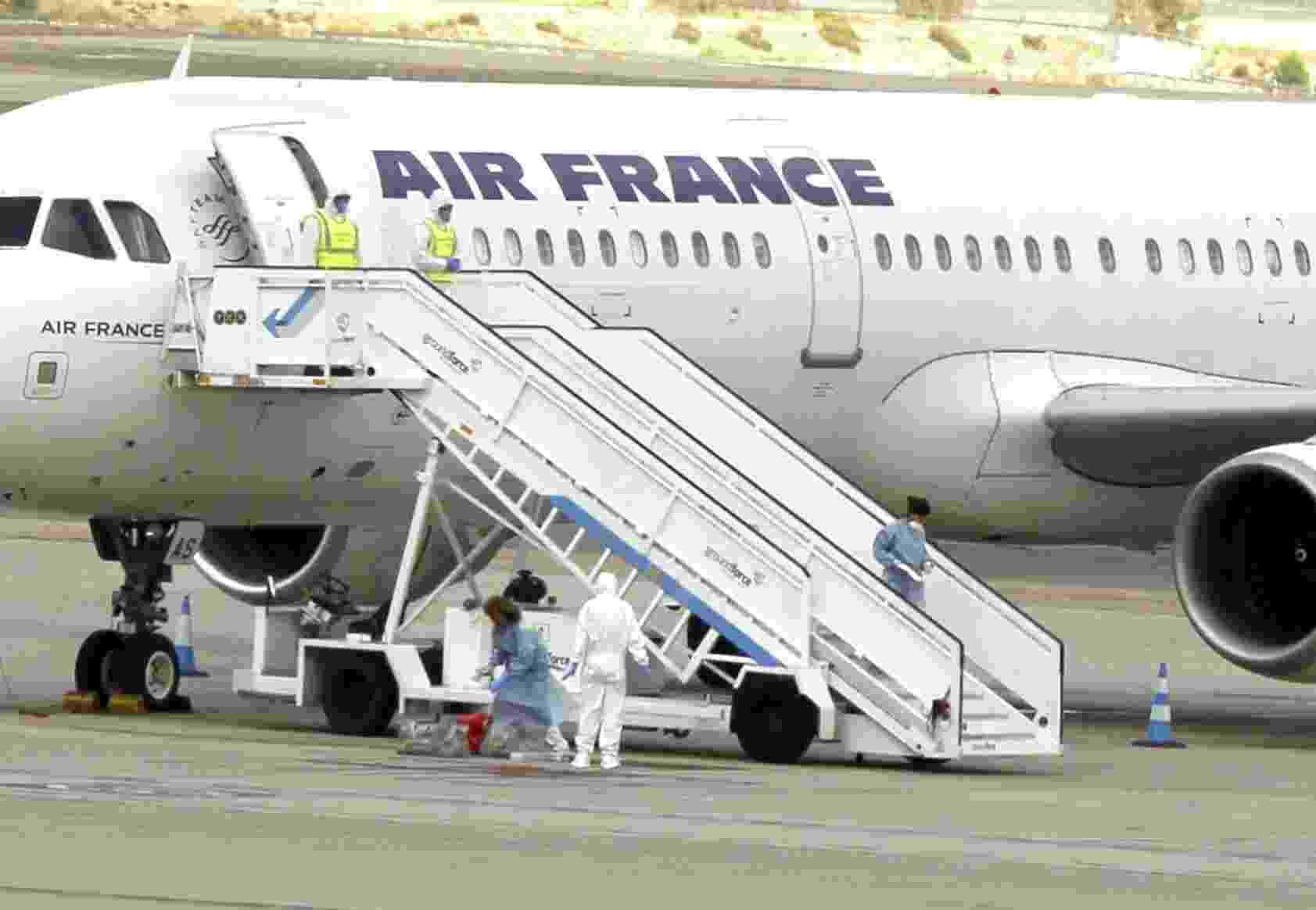 16.out.2014 - O aeroporto internacional de Barajas, em Madri, ativou nesta quinta-feira um protocolo de emergência devido a um caso suspeito de ebola relacionado a uma pessoa em um voo da Air France - Paco Campos/ Efe