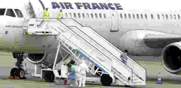 Um passageiro do voo da Air France entre Paris e Madri apresentou tremores e fez com que a tripulação alertasse as autoridades sanitárias espanholas - Paco Campos/ Efe