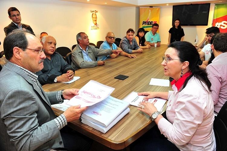 16.out.2014 - O candidato ao governo do Rio Grande do Sul pelo PMDB, José Ivo Sartori, se reúne com representantes do Sinpol-RS (sindicato da Polícia Civil do Estado), em Porto Alegre