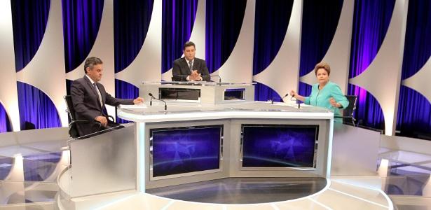 16.out.2014 - Os candidatos à Presidência Aécio Neves (PSDB) e Dilma Rousseff (PT) participam de debate do segundo turno, promovido pelo UOL, SBT e Jovem Pan