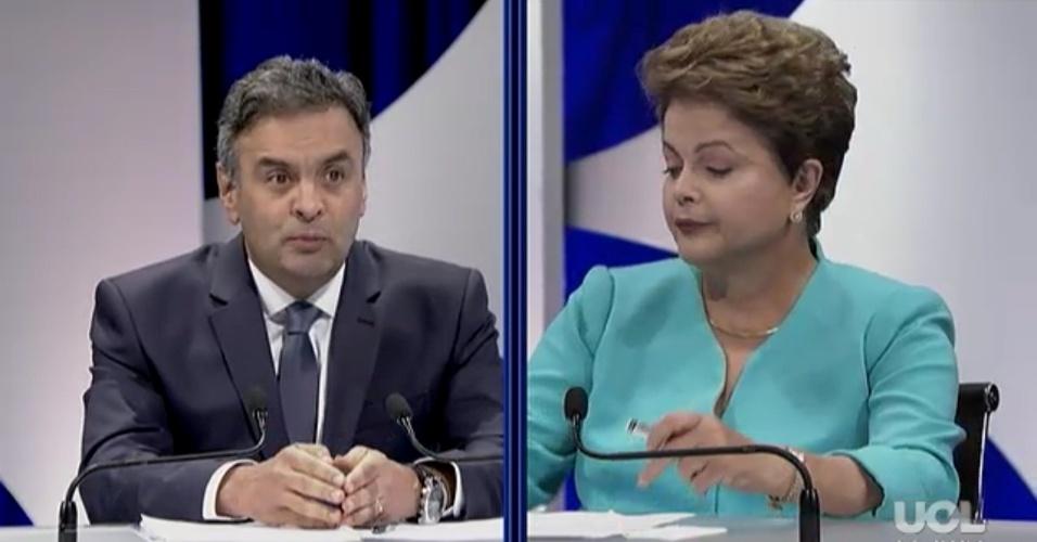 16.out.2014 - Primeira pergunta do debate é do candidato Aécio Neves (PSDB) sobre denúncias de corrupção na Petrobras. O debate acontece no estúdio do SBT, em São Paulo, nesta quinta-feira (16), e é promovido pelo UOL, SBT e Jovem Pan