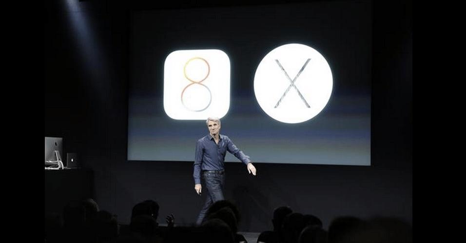 Craig Federighi, VP de software da Apple, apresenta recursos do novo sistema operacional para Macntosh Yosemite