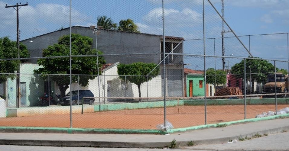 Em São José da Tapera, em Alagoas, a prefeitura construiu uma quadra de tênis para livre uso da população