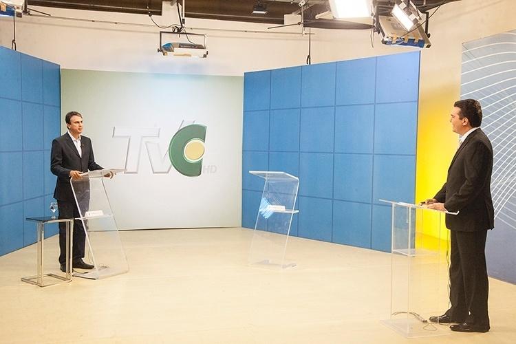 16.out.2014 - O candidato ao governo do Ceará pelo PT, Camilo Santana, participa do debate organizado pela TV Ceará. O candidato pelo PMDB, Eunício Oliveira, faltou ao embate