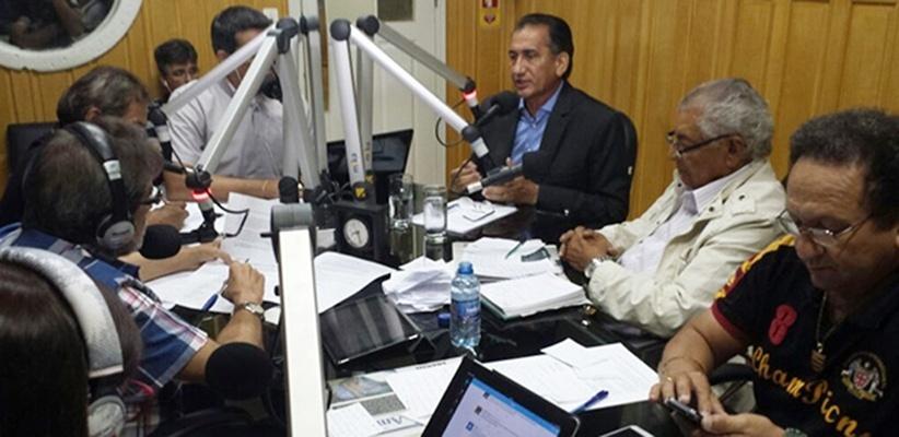 16.out.2014 - O candidato do PDT, Waldez Góes, concedeu entrevista à Rádio Diário FM, em Macapá