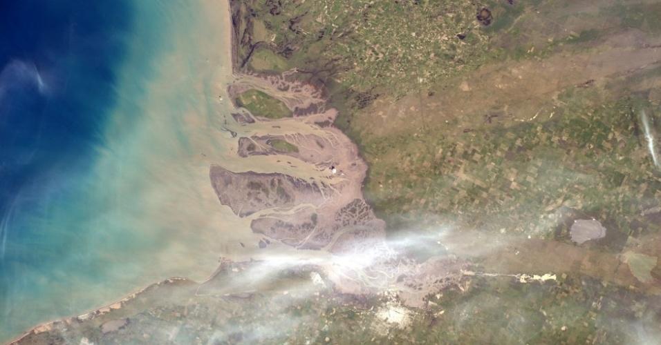 """17.out.2014 - """"Esta área no sul da Argentina parece um grande pântano para mim"""", postou o astronauta alemão"""