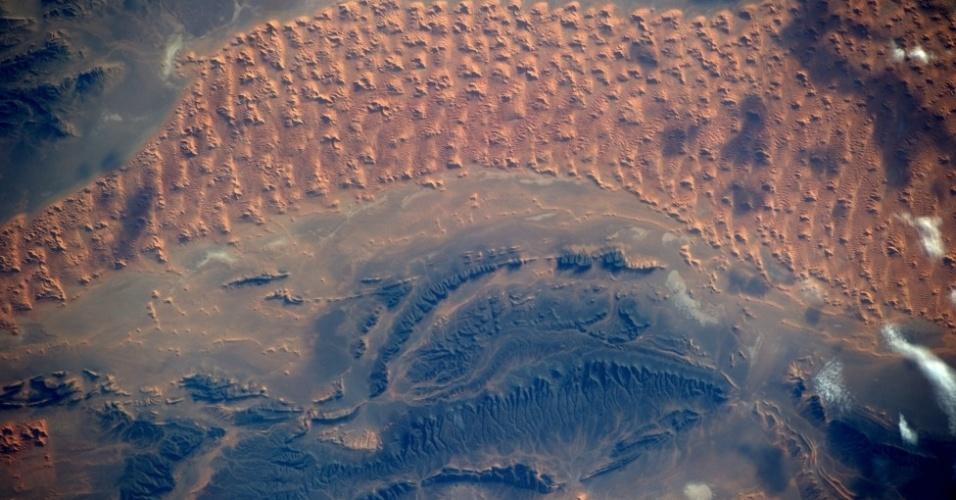 17.out.2014 - Gerst também fotografou o deserto do Saara pouco antes do pôr do sol