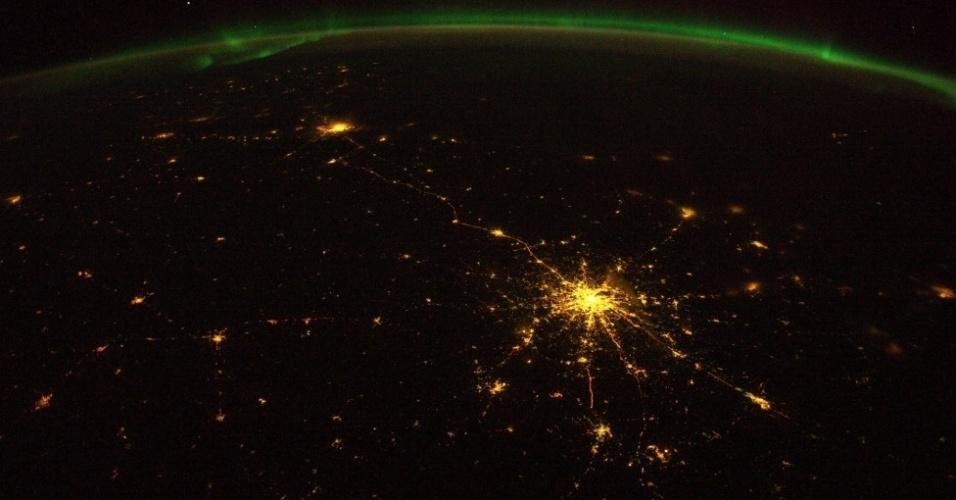 17.out.2014 - O astronauta ainda capturou com suas lentes a estrada entre as cidades russas de Moscou e São Petersburgo