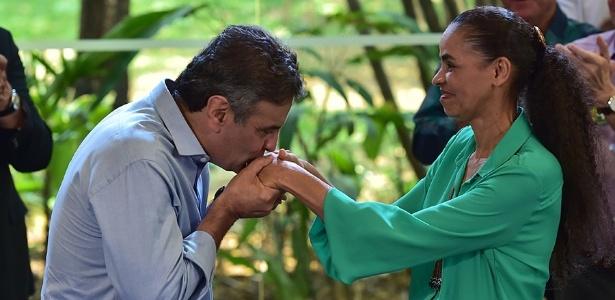O candidato à Presidência da República pelo PSDB, Aécio Neves, e a candidata derrotada no primeiro turno Marina Silva (PSB) fazem ato de campanha juntos pela primeira vez
