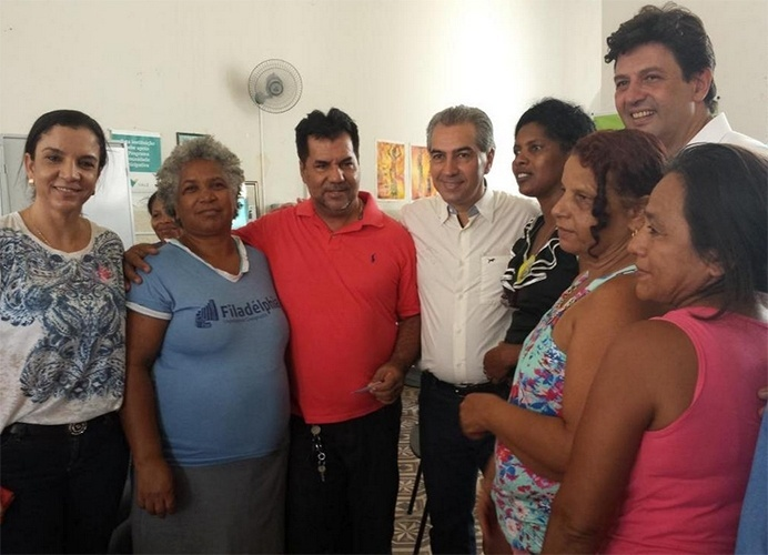 17.out.2014 - O candidato ao governo do Mato Grosso do Sul pelo PSDB, Reinaldo Azambuja, visitou o Instituto da Mulher Negra do Pantanal em Corumbá