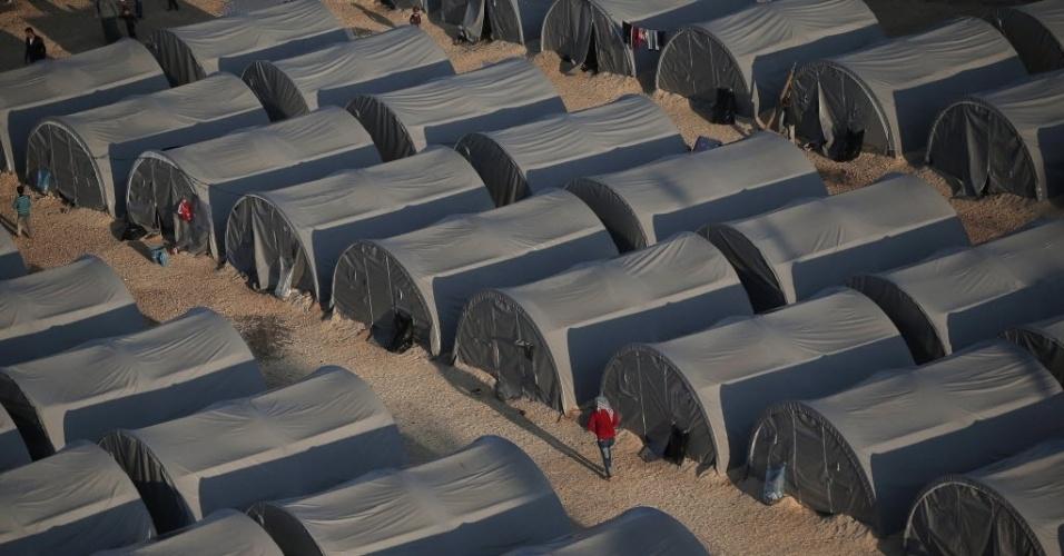 17.out.2014 - Tendas de campo de refugiados na cidade turca de Suruc, próximo à fronteira da Turquia com a Síria. Milhares de pessoas deixaram a cidade curda de Kobane, na Síria, após cerco promovido por milicianos do Estado Islâmico